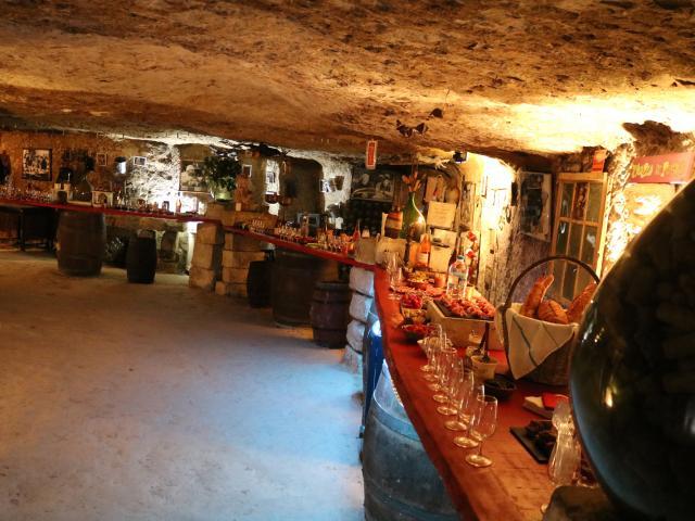 Troglo Degusto, galerie souterraine, dégustation de vin Sud Val De Loire