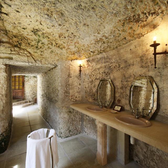 Chateau De Chissay Salle Eau Troglo Hotel Haut De Gamme