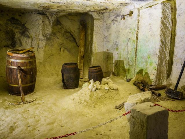 Caves De Roches 018 Min