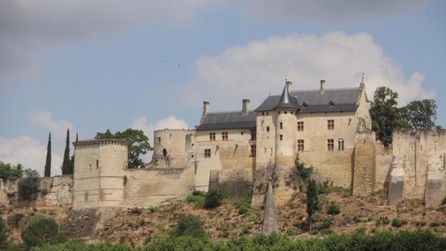 Vue Eloignee Forteresse Chinon Chateaux Loire Mylittleroad 1170x780