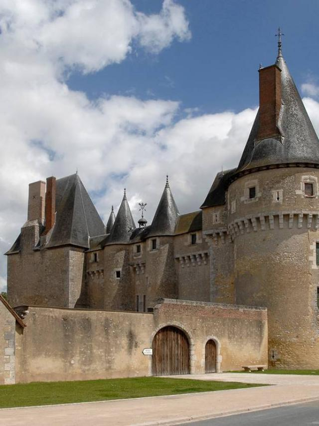 Chateau De Fougères NON LIBRE DE DROIT