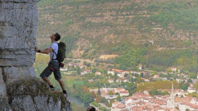 Escalade Roc d'Anglars Gorges de l'Aveyron sport activité de nature