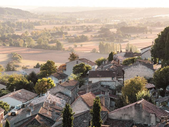 Lauzerte Plus beaux village de France vue aérienne Quercy Blanc