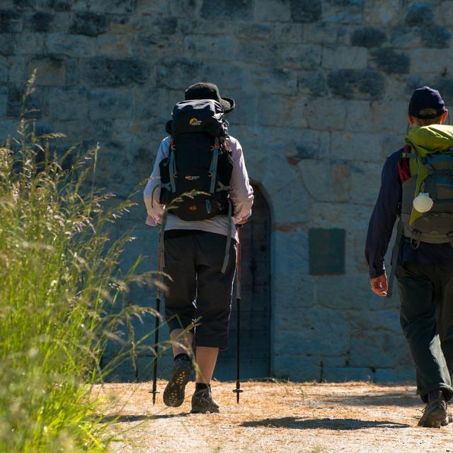 Randonneurs le long du chemin de St jacques de Compostelle