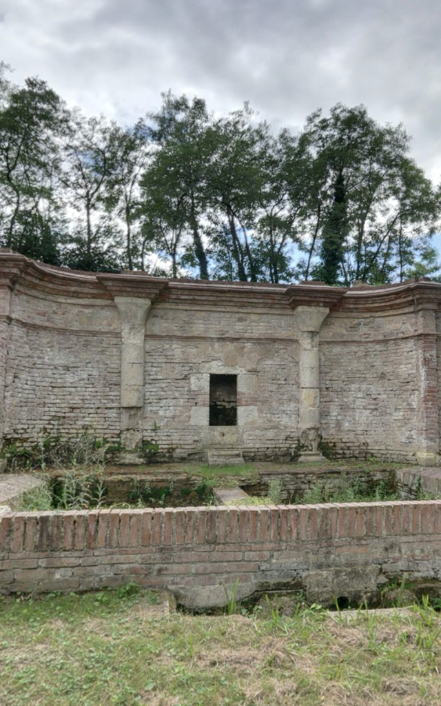 Fontaine Des Moines à Cordes Tolosannes