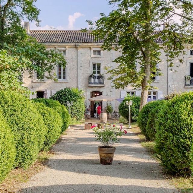 Chateau De L'hoste Entrée