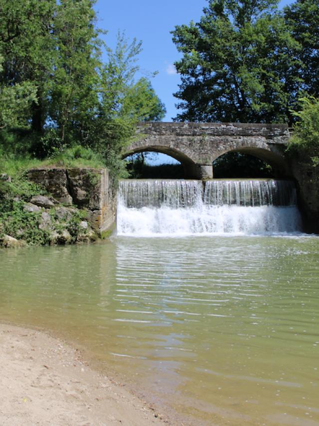 Adt82 Emilie Devant Le Pont Cascade De Pontalaman
