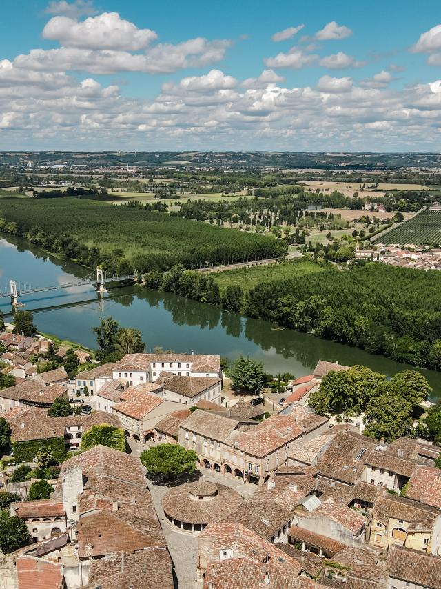 Vue panoramique sur la Garonne Auvillar