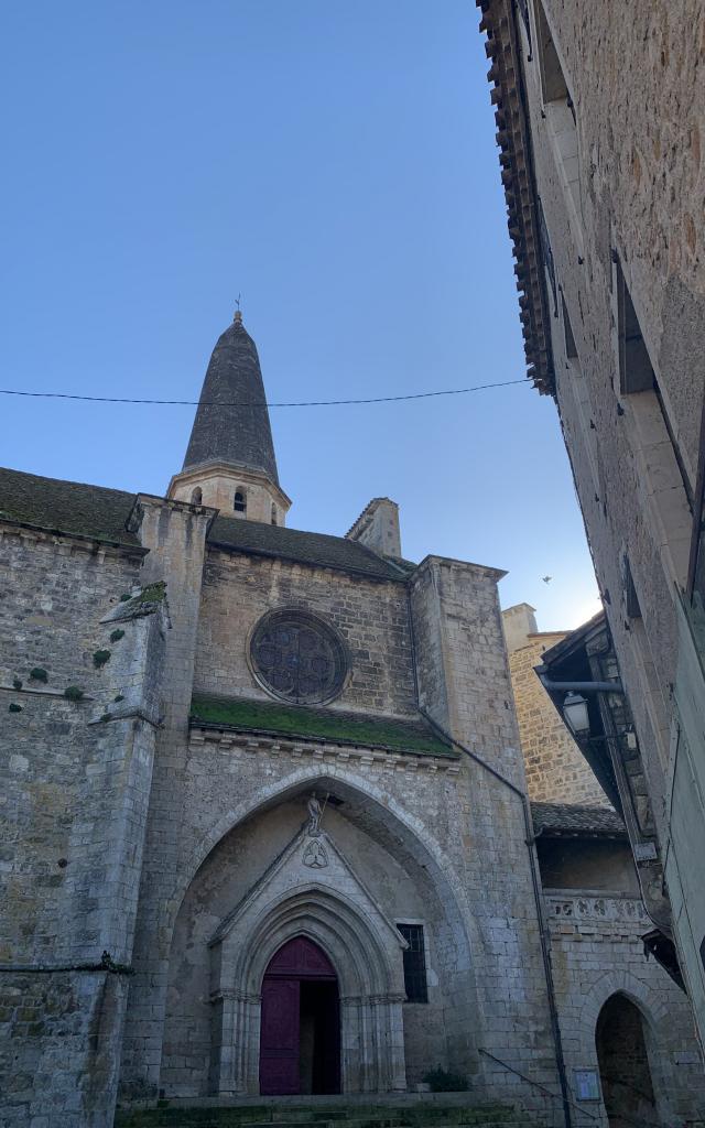 Eglise Caylus Entrée