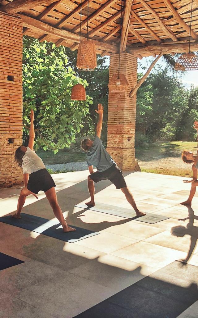 Séance de yoga à l'Ostalas