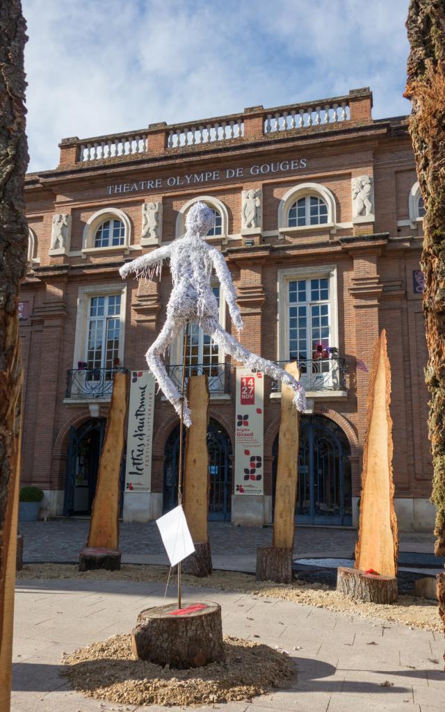 Exposition en face du Théâtre Olympe de Gouges pour le festival lettres d'automne