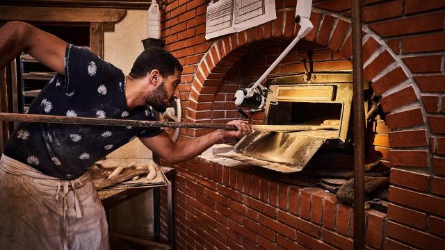 Cuisson du pain au four à bois - Fournil Vandame