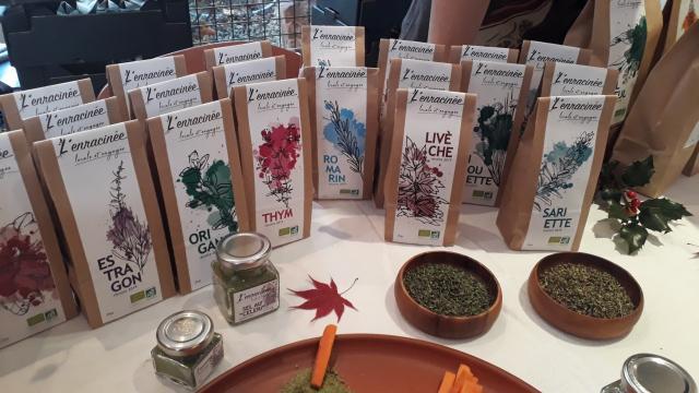 Aline Aurias, l'Enracinée - sachets de plantes