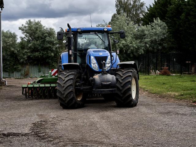 Tracteur bleu - Ferme Collay
