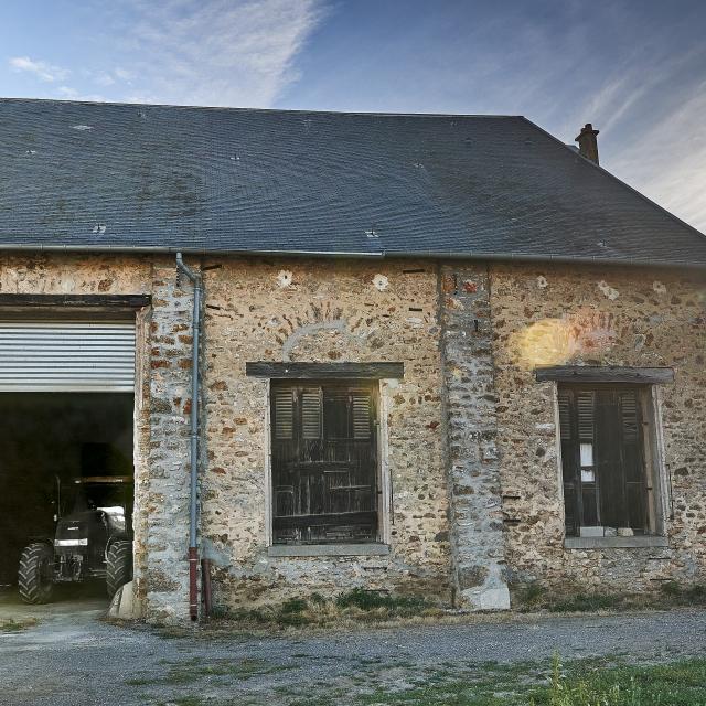 Ferme d'Orsigny - corps de ferme, grange, tracteur