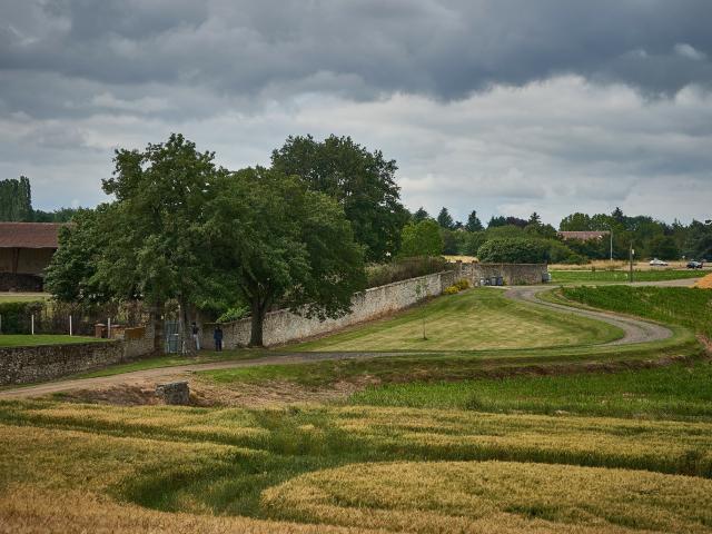 Ferme Du Trou Salé - vue sur l'enceinte du corps de ferme