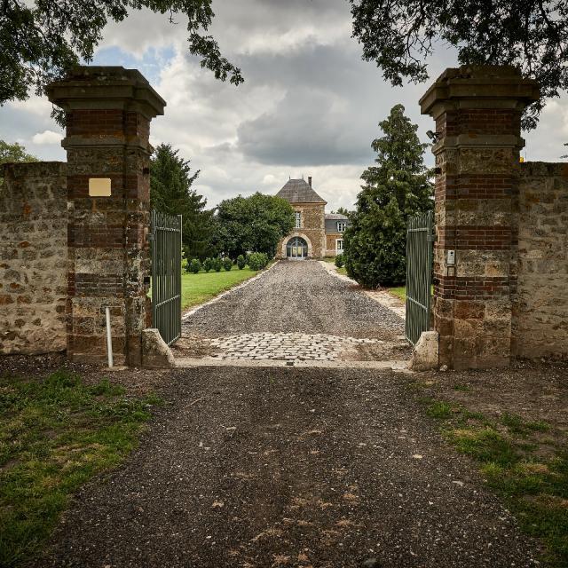 Ferme Du Trou Salé - portail et entrée de la ferme