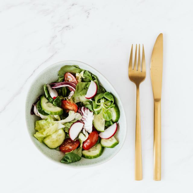 Salade de radis rose concombre