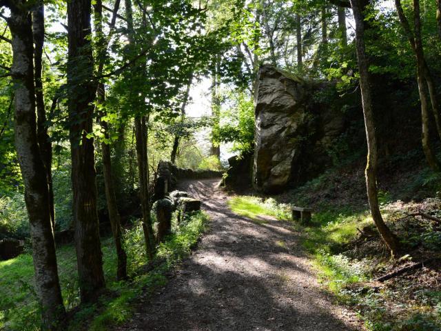 Vue sur le rocher de la mariée dans les Gorges du Verger, Bourganeuf