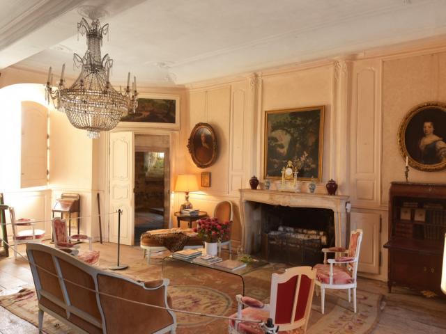 Chateau De Villemonteix A Chenerailles 23 Jda 5264.jpg 1024px