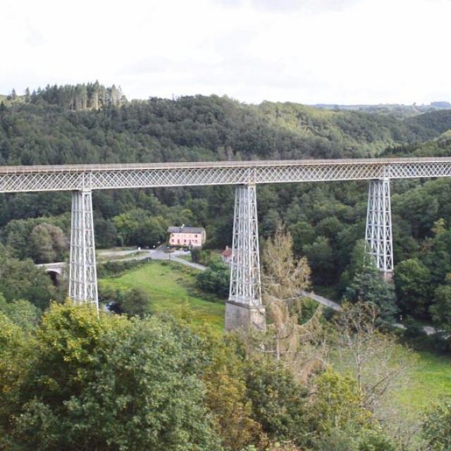 Salle Panoramique Avec Vue Sur Le Viaduc
