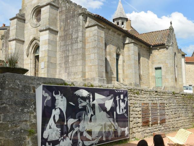 Reproduction de Guernica à Crocq dans la Creuse