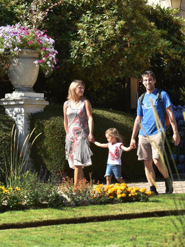 gueret-visite-famille-jardin-public-cef--j-damase-2015-4-jpg-1024px.jpg