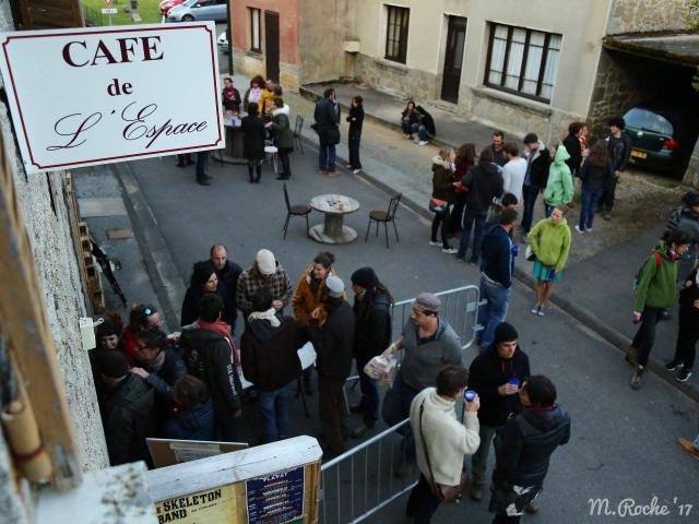 Café de l'espace à Flayat