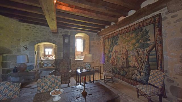 chateau-de-villemonteix-a-chenerailles-23-jda-5196-1024px.jpg
