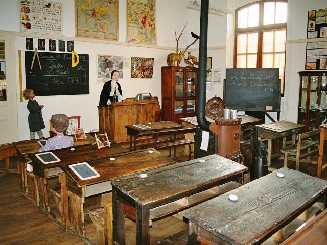 Salle De Classe Des Enfants De La Mine