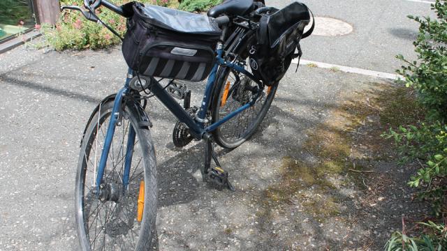 Vélo Randonneur équipé De Sacoches