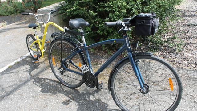 Vélo Randonneur équipé D'un Vélo Suiveur