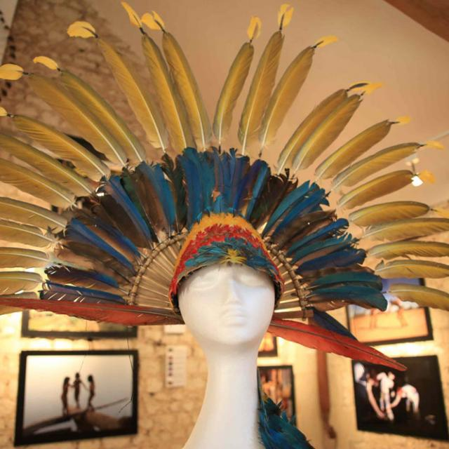 Coiffe exposée à l'ethno-musée de la Fondation Anako