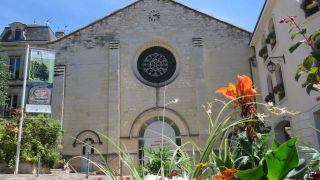 Façade de l'espace Sainte-Croix de Loudun