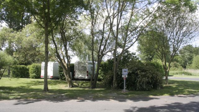 camping-car-aire-de-chalais.jpg