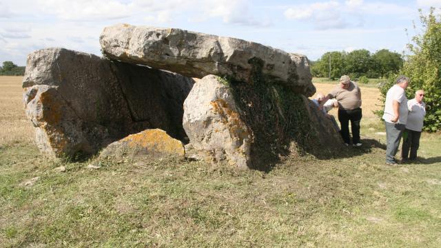 Dolmen Fontaine De Son (10)
