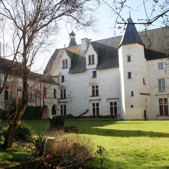 Château Monts Sur Guesnes