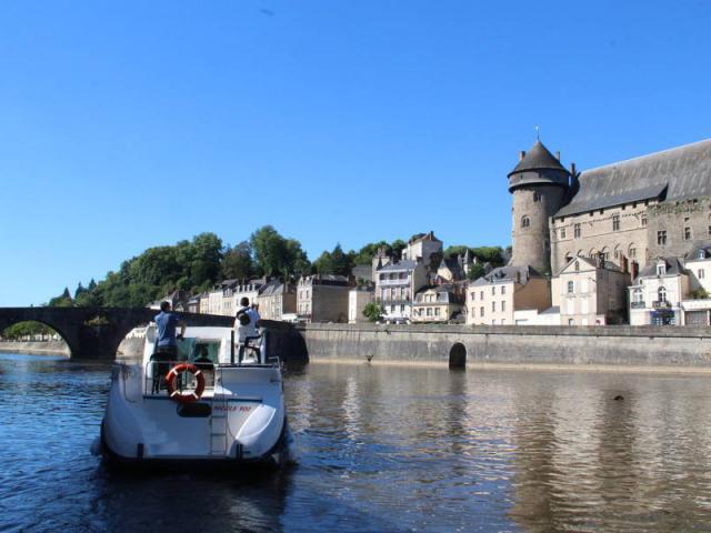 Bateau A Laval Mayenne Tourisme 11