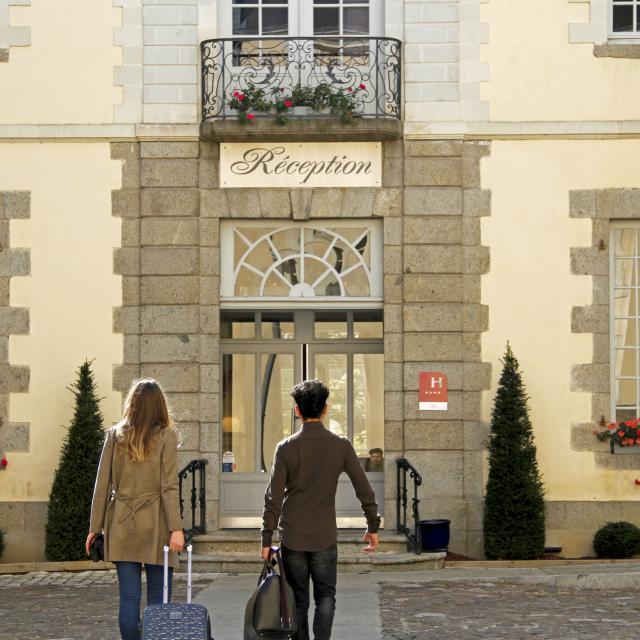 Hotel Restaurant Perier Du Bignon Laval (ville) Cp Mayenne Tourisme 1920px(1)