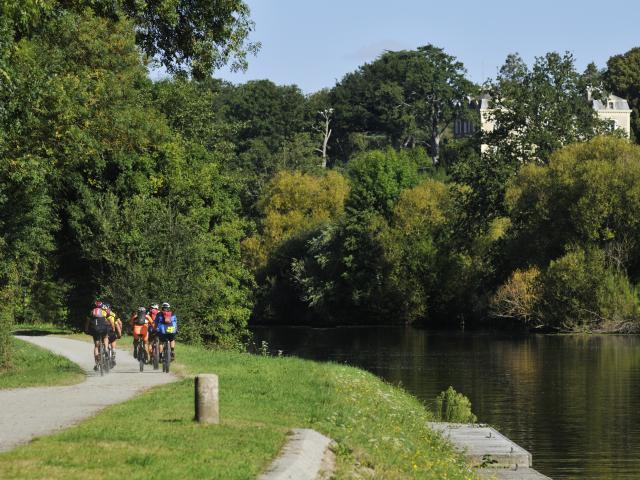Ecluse De Fourmusson A Menil La Mayenne (riviere) Menil