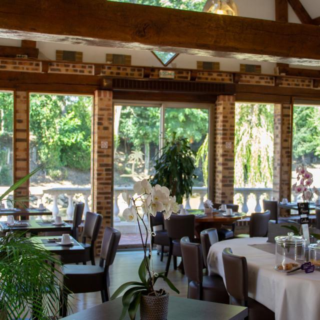 Hotel Oasis Villaines La Juhel Cp Mayenne Tourisme 1920px