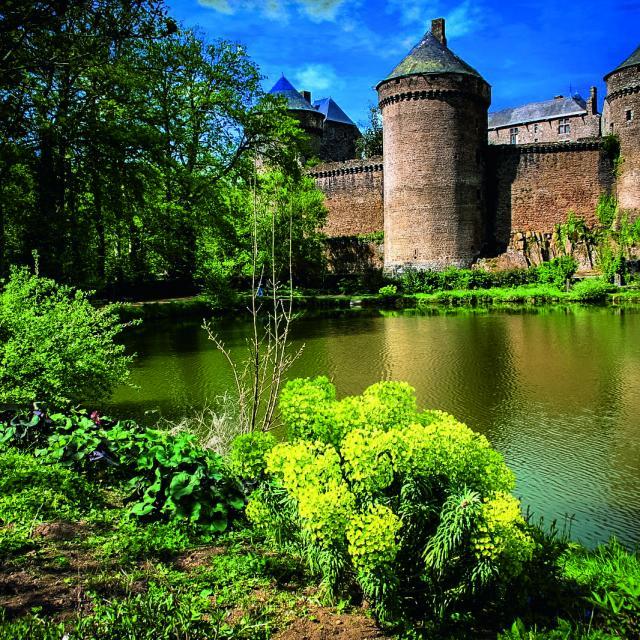 Château de Lassay - vu depuis le lac