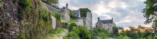 Sainte Suzanne Chemin De Ronde