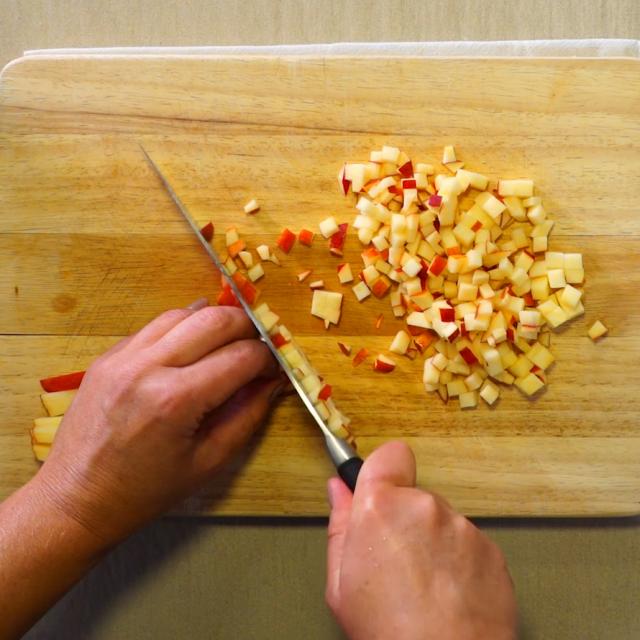 Couper le fenouil et les pommes en petits dés