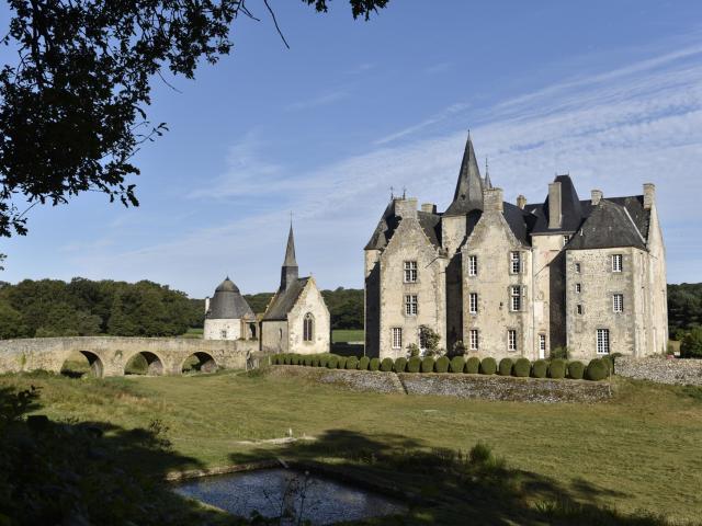 Chateau De Bourgon Montourtier.