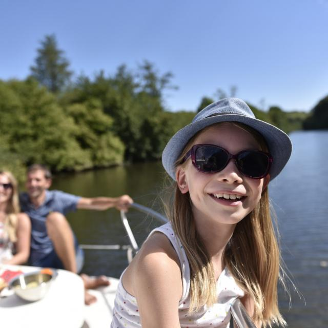 Croisiere en Bateau Habitable sur la rivière la Mayenne
