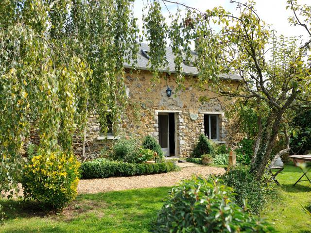 Gite A L Ombre Des Poiriers Saint Denis Du Maine - Jardin