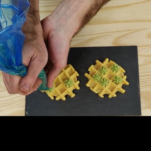 Tuto Gaufre De Pois Chiche Etape 5 Dresser Le Guacamole