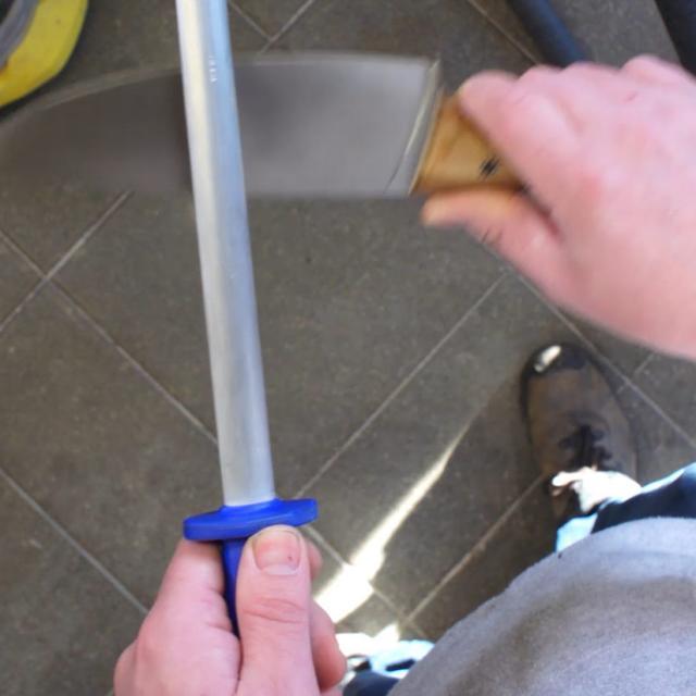 Tutoriel Aiguiser Un Couteau Etape 2 Passer Sur Le Fusil Ave Un Angle De 20 Degres