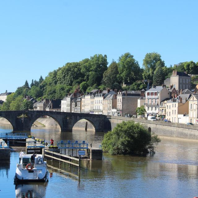 Croisiere sur la Mayenne en bateau habitable à Laval